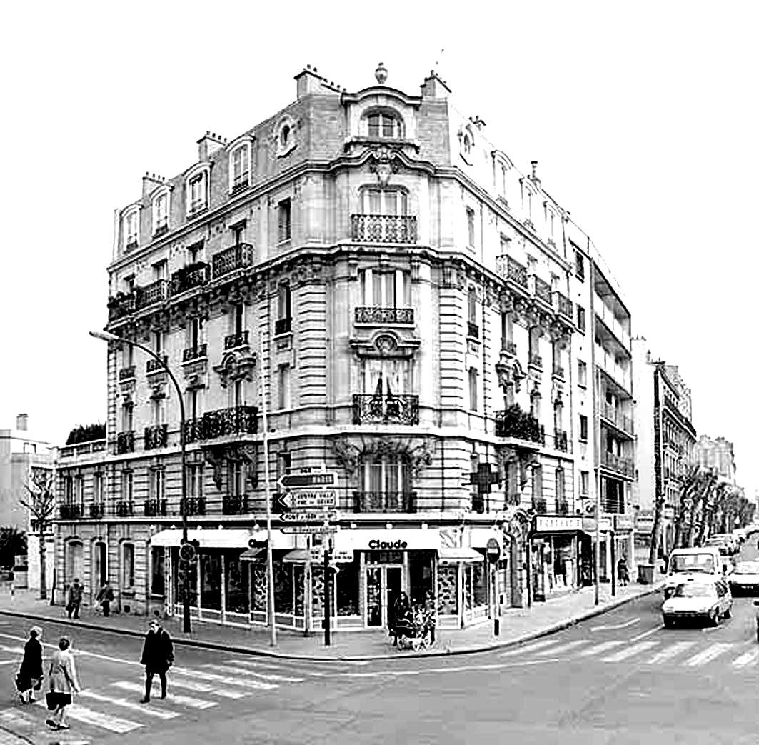 Immeubles Haussmann typiques de Paris : Photo noir & blanc au contraste accentué, à imprimer et colorierA partir de la galerie : Paris